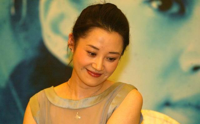 许晴48岁还没把自己嫁出去,是有三个原因的