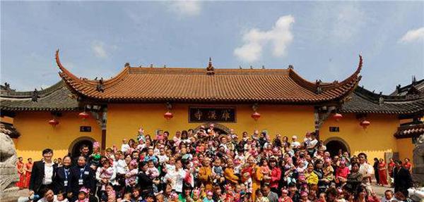 汶川震后108娃出生在什邡罗汉寺,住持:非常时期先管活人