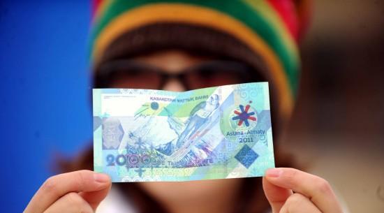 货币一天贬值30%,哈萨克斯坦为啥不担心?去美元迎人民币
