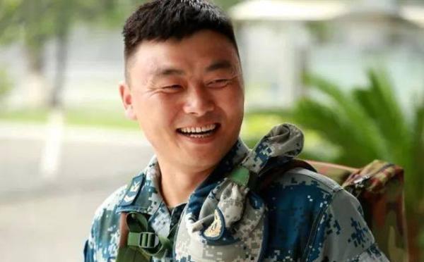 """四级军士长王有柱撞脸""""许三多"""":就想做个有理想的好兵"""