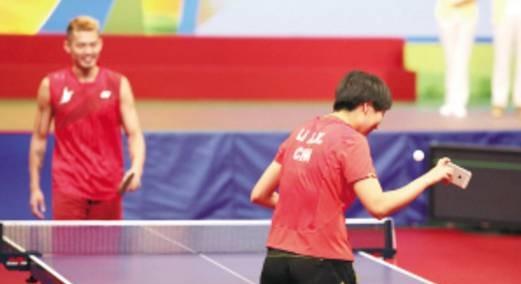用羽球拍打乒乓算什么,这个节目让奥运冠军玩过更奇葩的