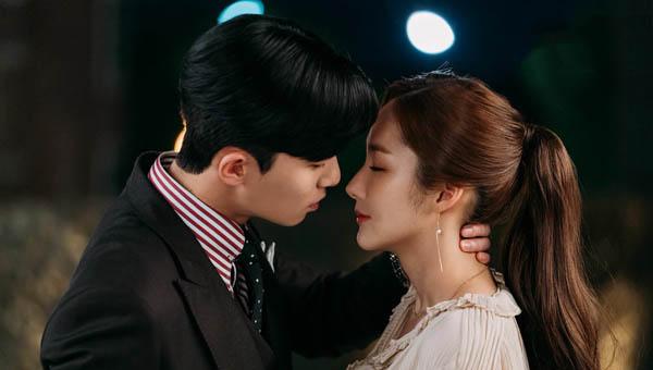 韩剧第8集定律金秘书为何那样认证 李英俊金微笑终于亲了