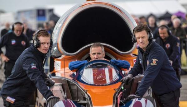 英国超音速汽车寻血猎犬公开试驾,明年挑战1610公里时速
