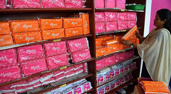 """印度政府宣布对卫生巾全免税回应抗议,宝莱坞""""护垫侠""""点赞"""