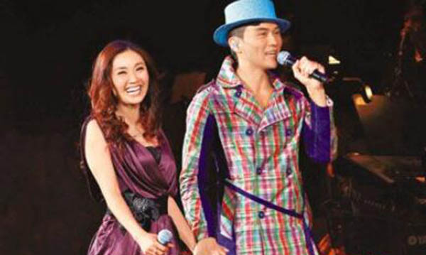 张智霖许秋怡合唱歌曲 曾经旧欢再见时亦是朋友