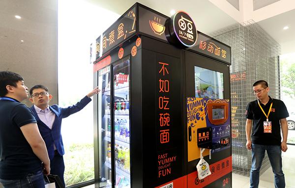 无人看守面馆在上海重新开业:拿到现制热食自动零售许可证