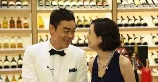 54岁刘青云结婚19年不要孩子,背后隐情真的让人心酸