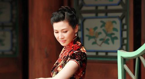 宜昌保卫战童蕾身穿旗袍展东方之美 徐佳被称硬汉专业户