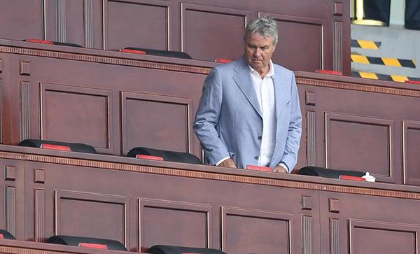 执教国奥难度堪比布拉泽维奇,希丁克仅有半年时间捏合球队