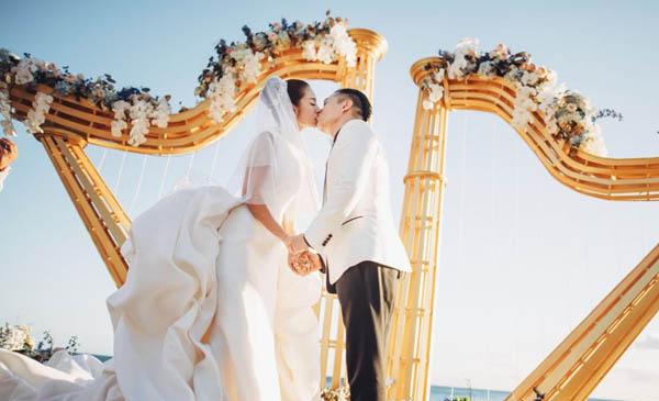 安以轩在婚礼上含泪告白老公 两人走到现在不容易