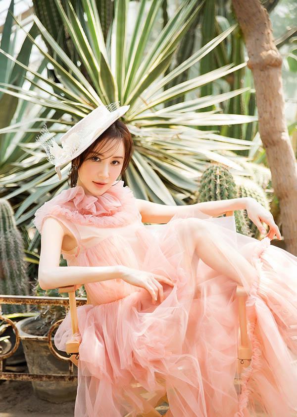 【图】舒畅时尚写真曝光 形象温婉可人宛如花仙子