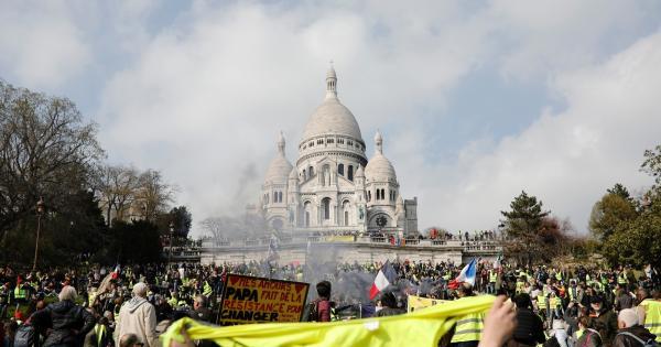 """""""黄背心""""运动还在继续:政治精英的傲慢与普通民众的愤怒"""
