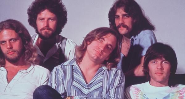 1976,摇滚扫射世界——老鹰、地下丝绒、皇后、U2