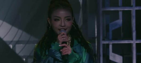中国有嘻哈VAVA身份背景是什么  开朗的女孩运气不差