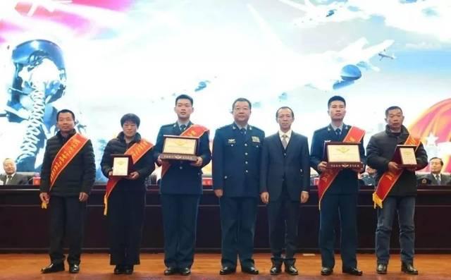 空军官媒披露:麻振军中将改任空军副司令员,曾任王牌师师长