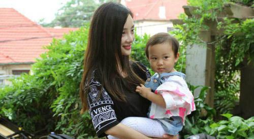 甜馨为什么受欢迎 妈妈李小璐功劳大谈富养女儿的重要性