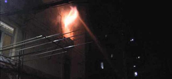 电瓶车充电又惹祸,同日凌晨两起火灾致快递外卖员一死一伤