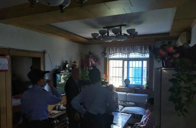 """""""咚""""一声巨响,杭州大伯家里的吊灯被震碎!上楼一问,原因太意外"""