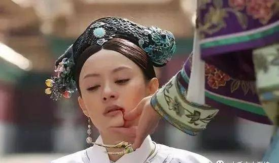 清朝历史上唯一一个被脱掉裤子打板子的妃子是谁?所为何事
