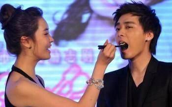 李易峰唯一承认的女友,自爆第一次给了李易峰,今整容成这般模样