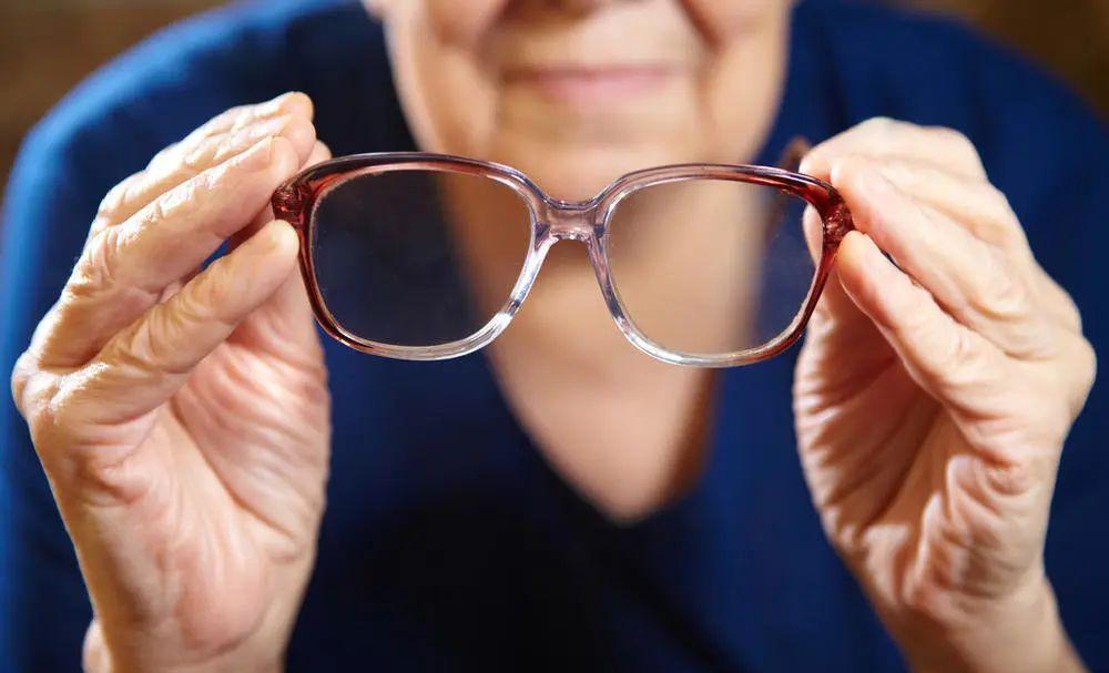 近视手术后年龄大了眼睛会出问题吗?
