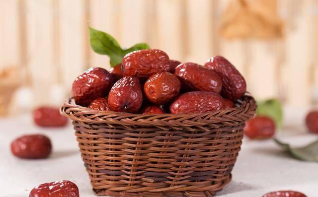 每天吃红枣有5大好处,但4种人不能吃,吃错了亏大了