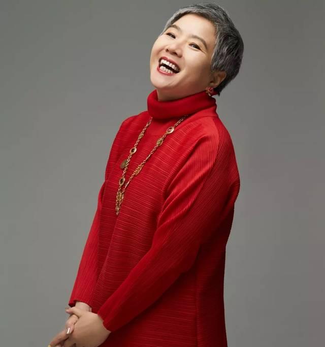 """专访原成龙经纪人袁农:从""""穿普拉达的恶魔""""到""""佛系阿姨"""""""