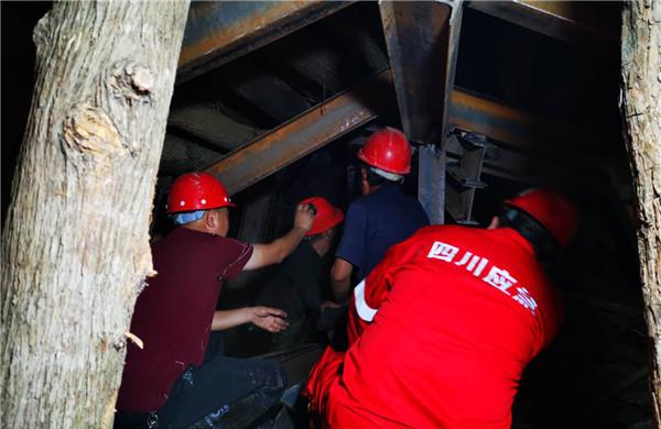 四川江油一隧道垮塌,3人被困7天后获救