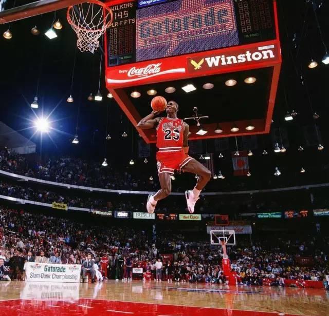 """迈克尔·乔丹生日快乐!100张经典照片回顾""""篮球之神""""的封神路!"""
