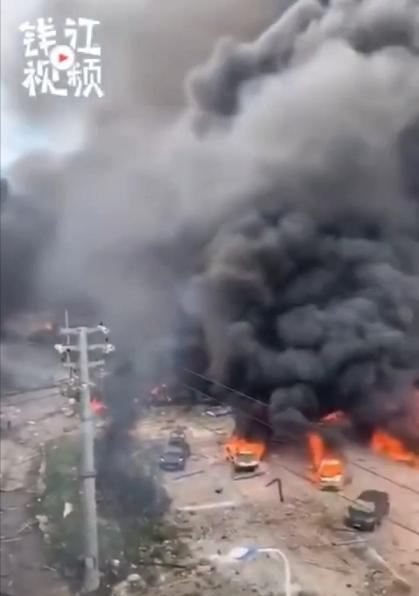 突发!浙江高速油罐车爆炸,房屋损毁严重,有车辆被炸飞!现场惨烈!
