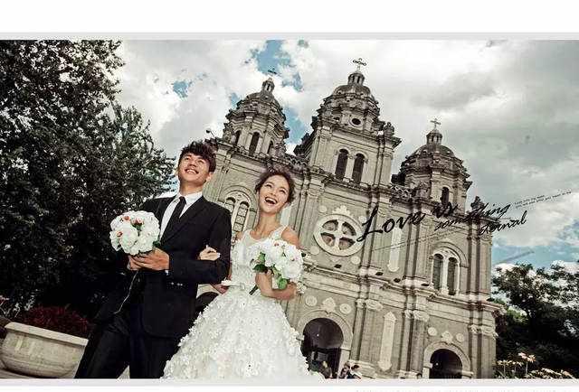 在北京王府井教堂拍婚纱照的优点,最后一点绝对让所有人心动