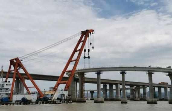 场面震撼!舟山首座海上互通立交,首条匝道钢箱梁架设完成