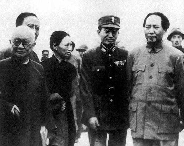 毛主席有一次被军统特务袭击,救他的是一个姓蒋的高手