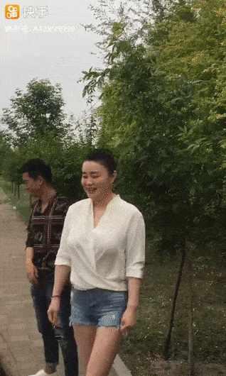 赵本山最美女弟子关婷娜拍新戏!身材已发福!腿白得发光!