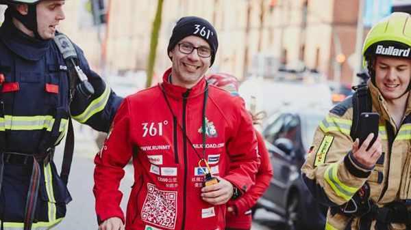 """德国跑者1.2万公里跑到中国,他说这是支持""""丝绸之路"""""""