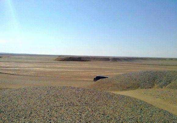 新疆戈壁滩曾经遍地珠宝玛瑙 但是现在却是这样的