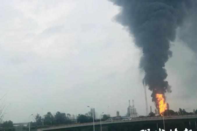 突发!南京一石化公司发生火灾