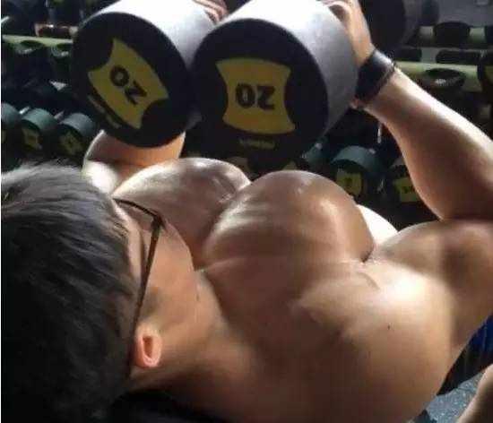 超级干货!下胸肌训练方法,让你的胸肌更有型!