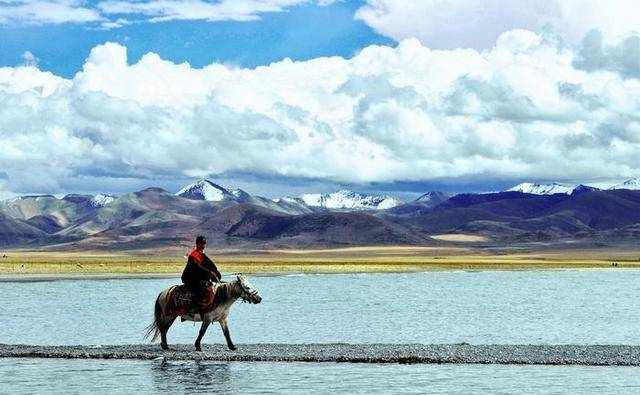 世界上海拔最高的湖,居然这样美