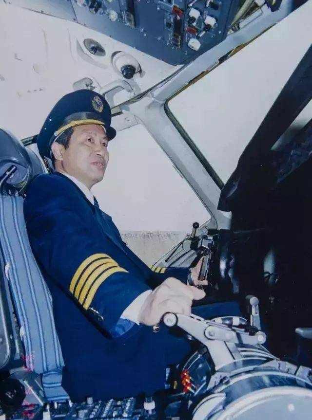 东航1998年迫降机长倪介祥:平平淡淡才是真