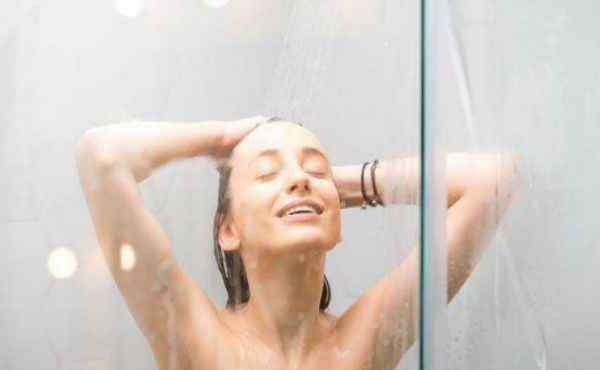 洗澡水的温度多少合适 冬天洗澡水温度一般多少度 冬天洗澡时五不要