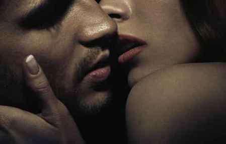 女生接吻技巧 女生接吻技巧大全 初次接吻该由谁主动