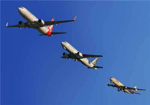 梦见飞机失事 梦见飞机掉下来砸自己旁边  梦见飞机坠落离我近周公解梦