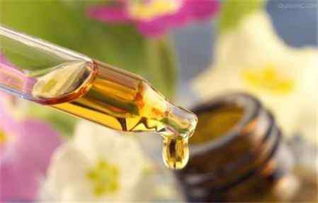 橄榄油的美容用法 橄榄油的美容方法 橄榄油可以让你皮肤美起来