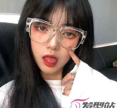 女生什么发型好看 女生什么发型戴眼镜好看 最潮单品爱美女生人手必备