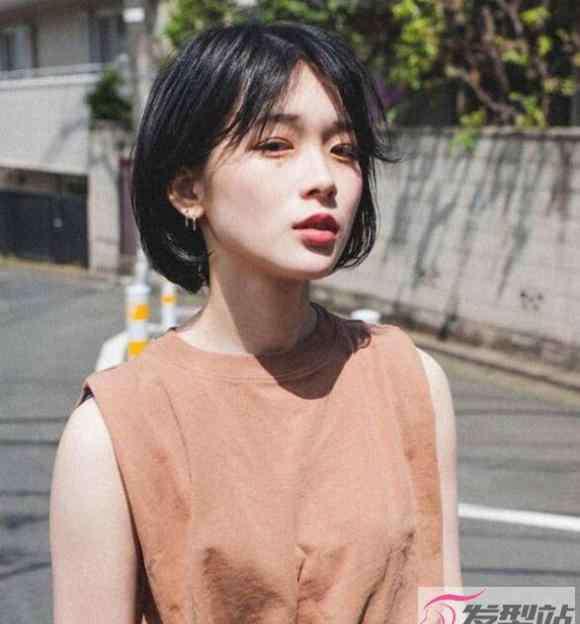 圆脸适合什么刘海 女生圆脸适合什么发型