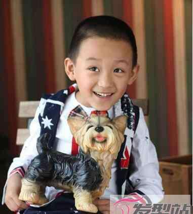 平头发型图片 小男孩帅气短发发型 剪平头做酷炫小绅士