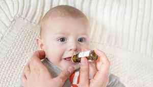 宝宝舌苔发白是什么原因 宝宝舌苔厚白的原因