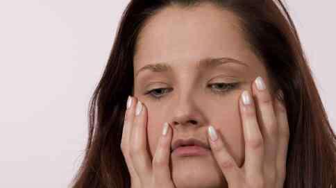 月经腰疼怎么缓解 经期腰痛怎么回事 如何缓解