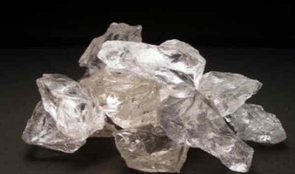 水晶的主要成分 什么是天然水晶呢 天然水晶和人造水晶有什么区别呢